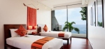 Bedroom with ocean view at Villa Lomchoy.